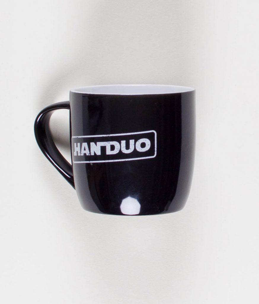 han-duo-kaffen-er-stærk-krus-back