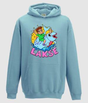 lakserytteren-hoodie-sky-blue-lilla-tekst